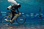 لعبة ركوب الدراجات تحت الماء